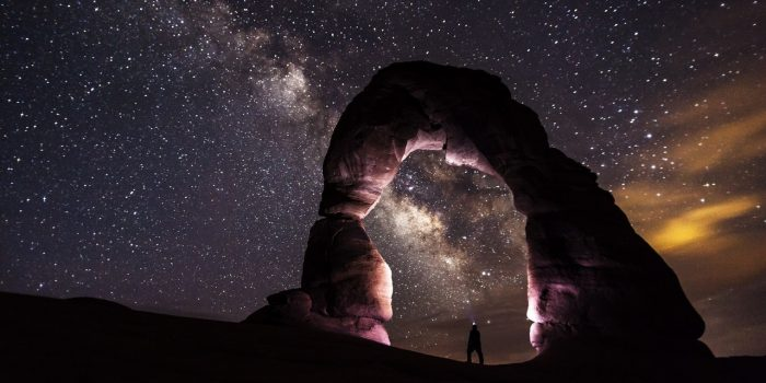 delicate-arch-night-stars-landscape