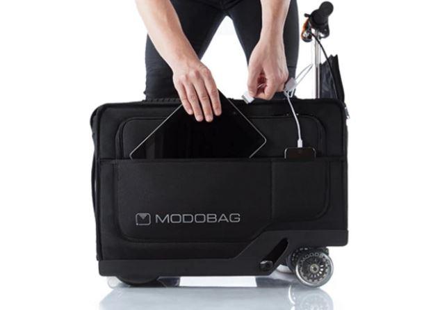 la valigia elettrica modobag può ricaricare due dispositivi contemporaneamente